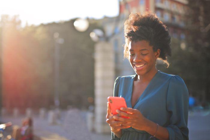 人気の電話占いサイトは利用料金も利用しやすいものになっているのでオススメです